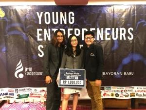 Raehan Graha Mahasiswa Manajemen STIE YKPN dan tim berhasil membawa pulang predikat Best Team di kompetisi nasional The 9th UI Studentpreneurs